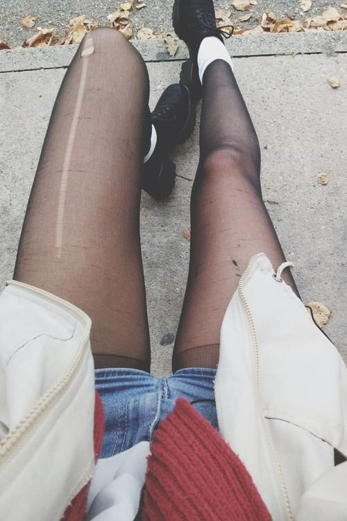 Don't Get Rid of Your Ripped Tights, Here Are 9 Handy Ways You Can Reuse Them.