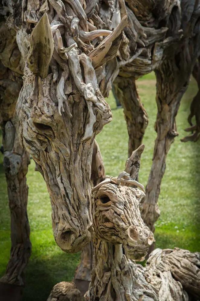 29 Extraordinary Sculptures Made from Driftwood