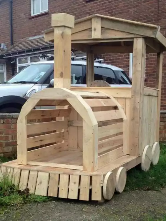 19 Backyard Gadgets for Kids Made from Pallets. Make Their Summer More Active