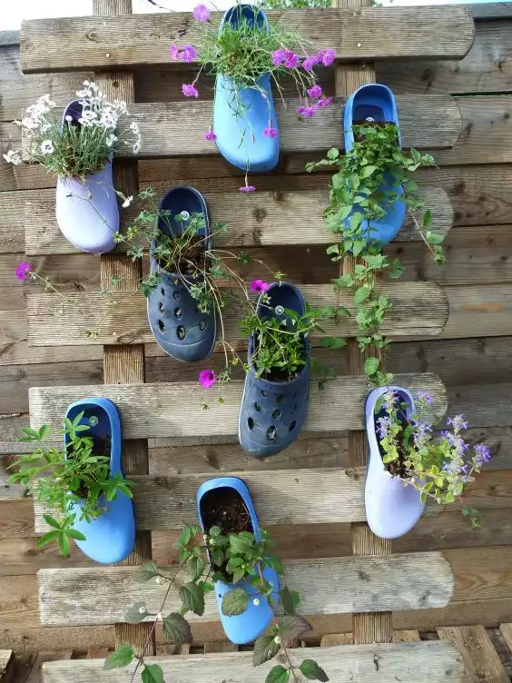 21 Creative Decorations and Flowerbeds Made from Unused Basement Stuff