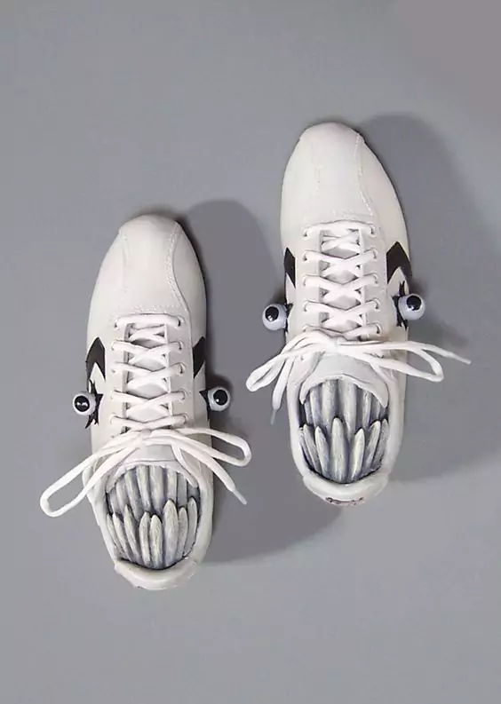 17 Examples of How Old Shoes Can Be Turned Into Amazing Surreal Decorations