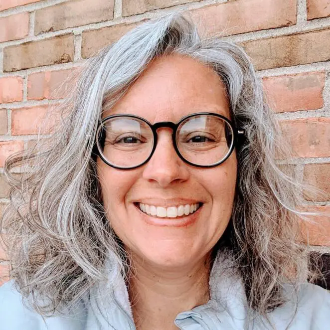 23 Women Who Are In Love With Their Gray Hair Look