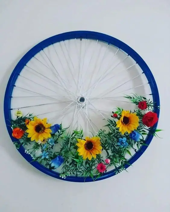 17 Ideas for Turning Old Bicycle Wheels into Spring Decorations. An Alternative to Wreaths