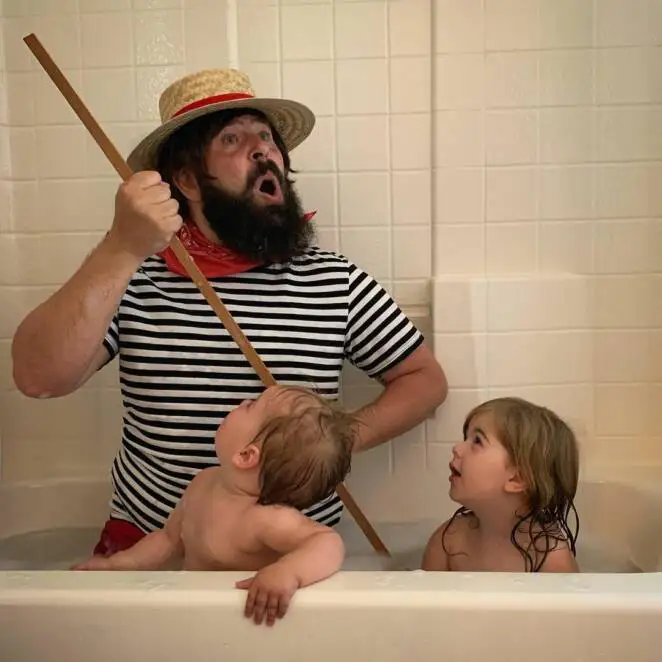 23 Photos of a Creative Dad Having Great Time with His Daughters