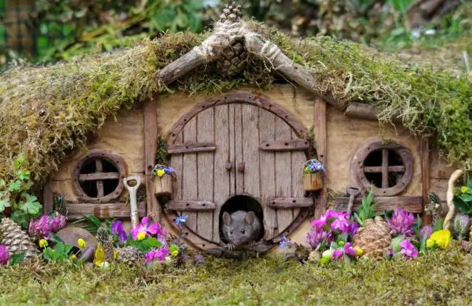 21 Photographs of Hobbit Houses, Built for Mice by an English Photographer in his Garden