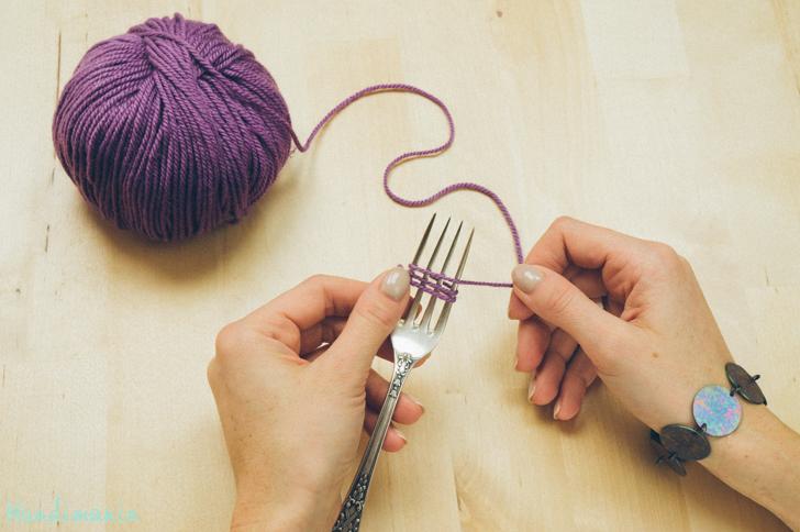 2-incredible-ways-to-make-yarn-pom-poms03