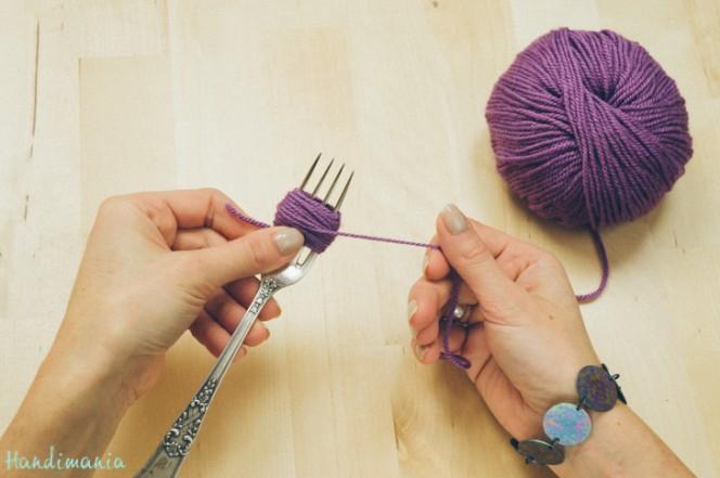 2-incredible-ways-to-make-yarn-pom-poms04