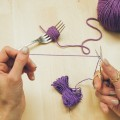 2-incredible-ways-to-make-yarn-pom-poms05