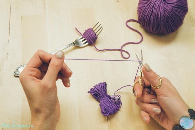 2-incredible-ways-to-make-yarn-pom-poms05