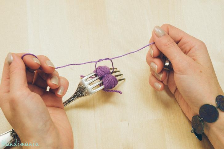 2-incredible-ways-to-make-yarn-pom-poms08