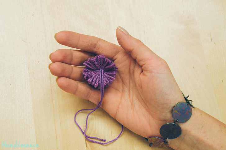 2-incredible-ways-to-make-yarn-pom-poms10