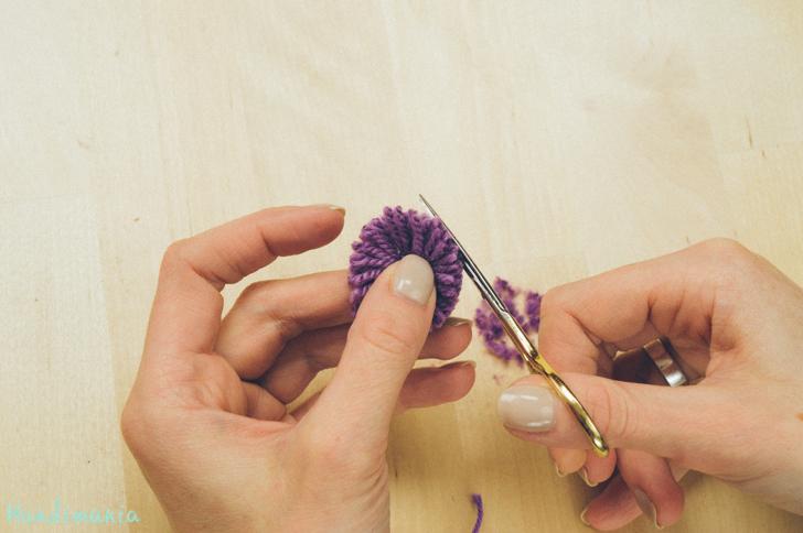 2-incredible-ways-to-make-yarn-pom-poms11