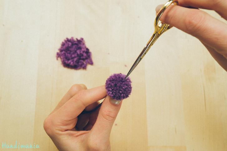 2-incredible-ways-to-make-yarn-pom-poms15