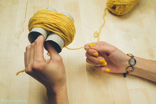 2-incredible-ways-to-make-yarn-pom-poms19