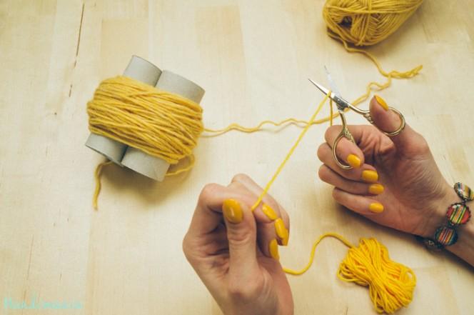 2-incredible-ways-to-make-yarn-pom-poms20