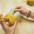2-incredible-ways-to-make-yarn-pom-poms22