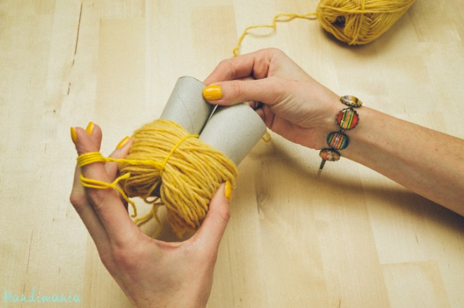 2-incredible-ways-to-make-yarn-pom-poms22