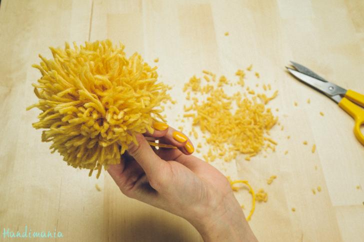 2-incredible-ways-to-make-yarn-pom-poms26