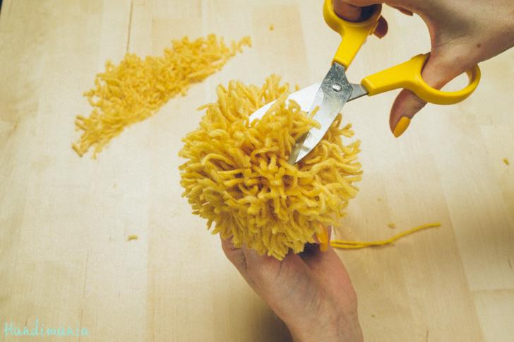 2-incredible-ways-to-make-yarn-pom-poms27