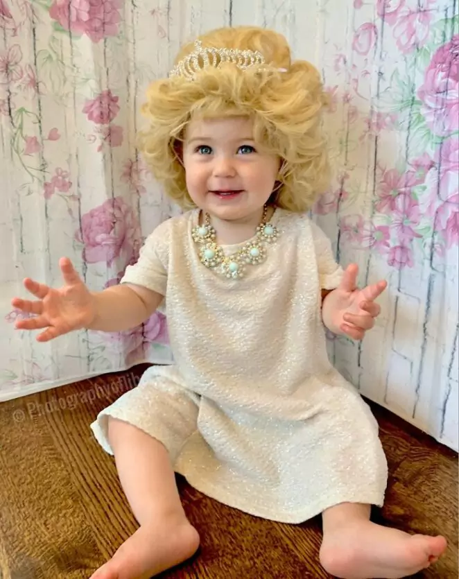 25 Adorable Pictures of a Little Girl Dressed Up as Strong Female Role Models