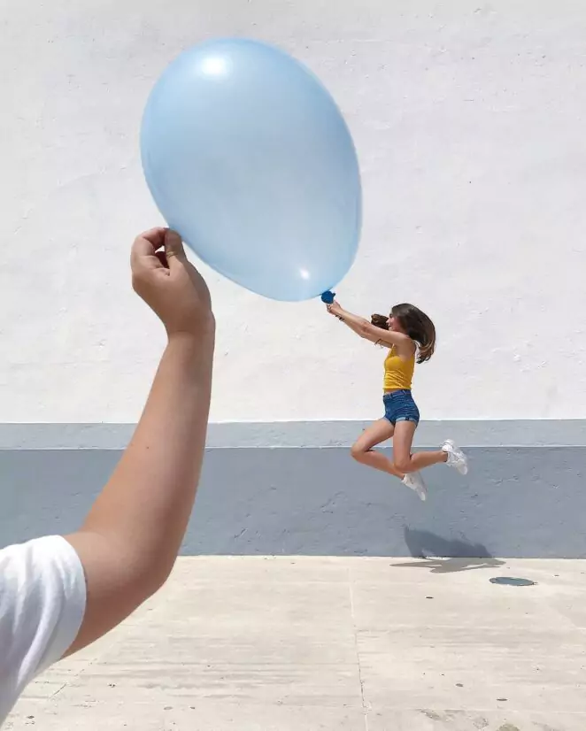 31 Photos that will Make Everyone Smile. Clever Use of Perspective
