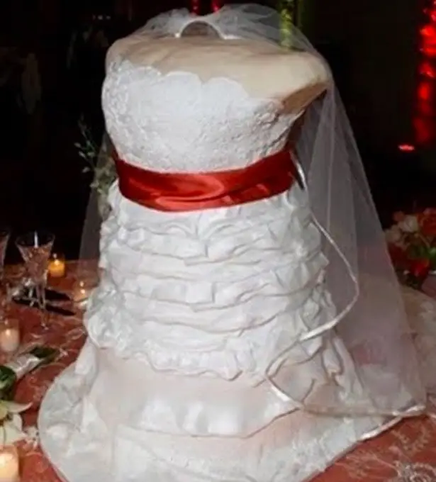 27 Unforgettable Wedding Cake Fails