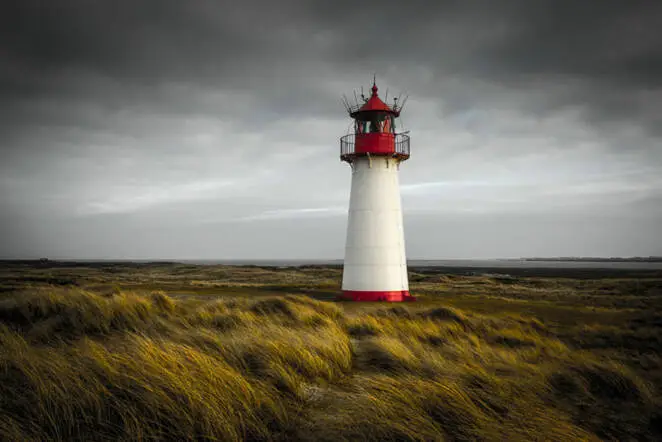 22 Epic Photos of Lighthouses That Still Show the Way for Ships Bound for Ports