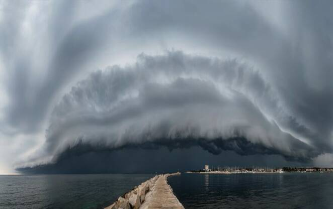 26 Breathtaking Pictures Showing How Beautiful and Dangerous the Weather Can Be