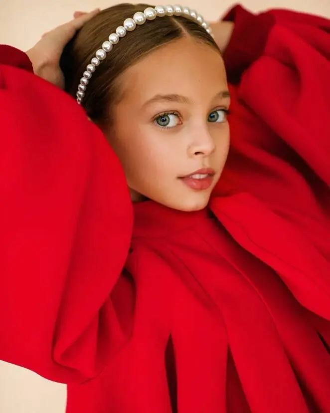 22 Adorable Photos of Very Young Models. They Present Themselves on The Highest Level!
