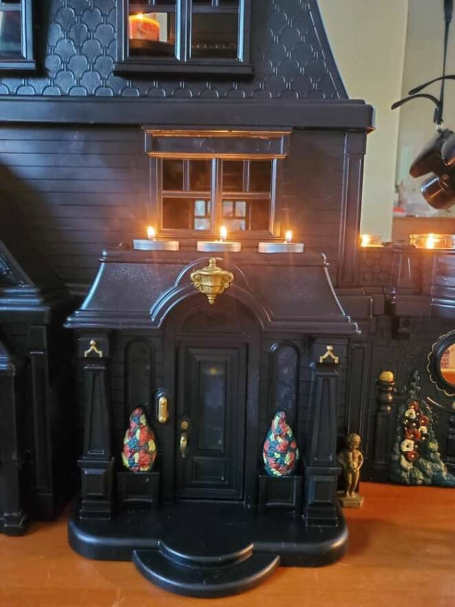 A Mother Turned Doll Houses Into  Glamorous Dark Residences, Ideal for Halloween