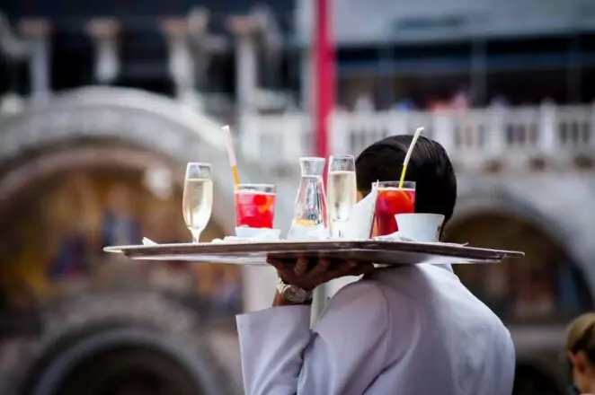 10 Clever Tricks Used by Waiters to Get Higher Tips