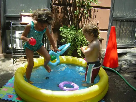 13 Easy Ways to Cool Down on a Hot Day. Mini Pools Made On the Spot