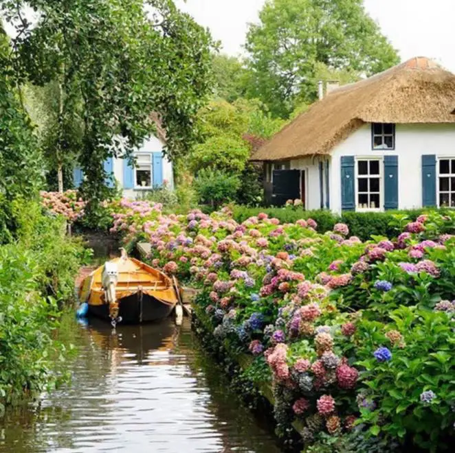 """A Picturesque Village with Peaceful Waterways also Known as """"Little Venice"""" of the Netherlands"""