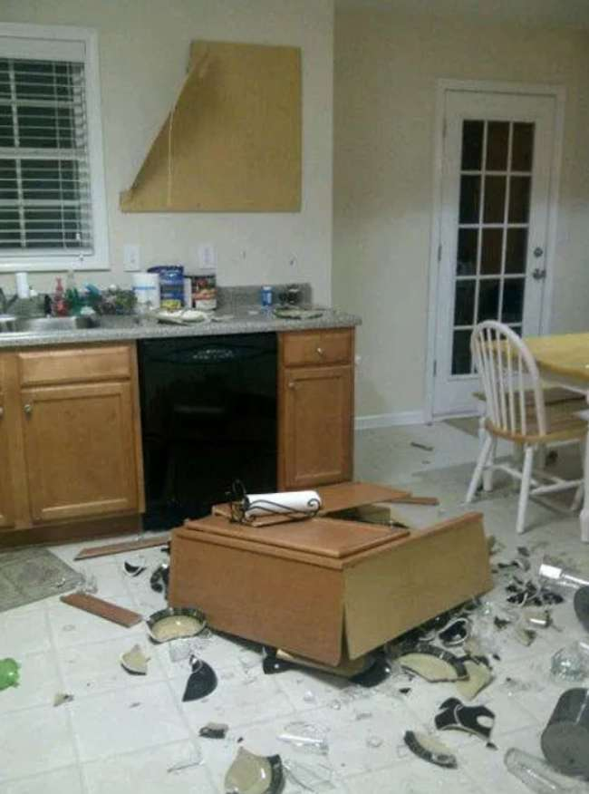 19 People Who Lacked Common Sense When It Came to Decorating Their Kitchen