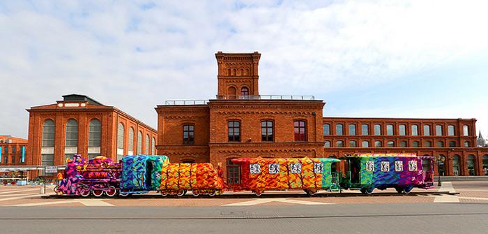 Colourful-Crochet-Locomotive-02