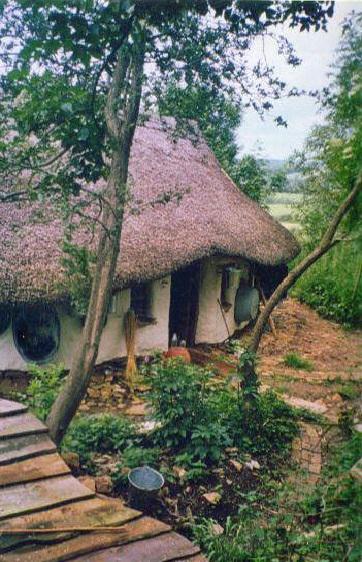 Eco-friendly-Hobbit-House-02