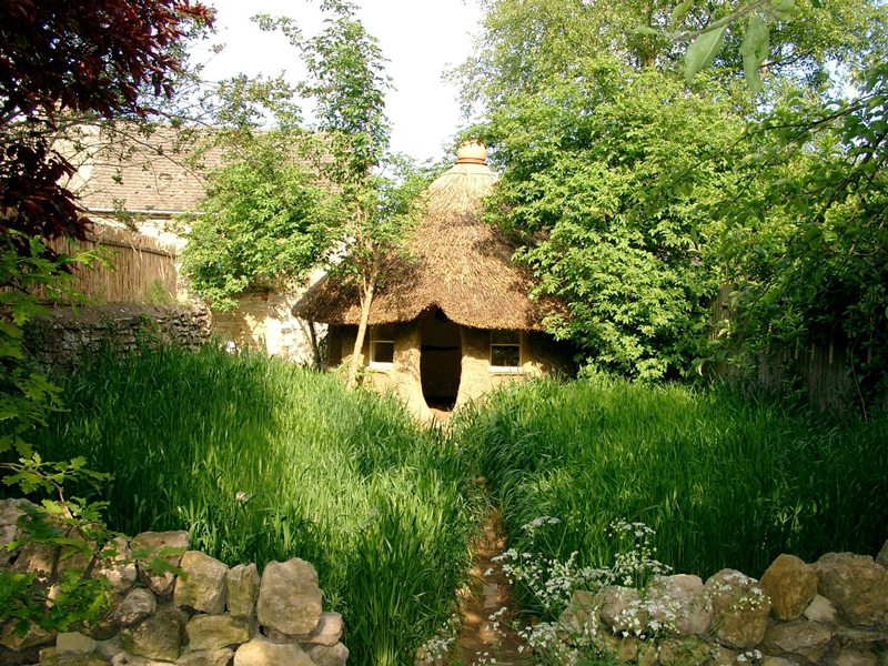 Eco-friendly-Hobbit-House-05