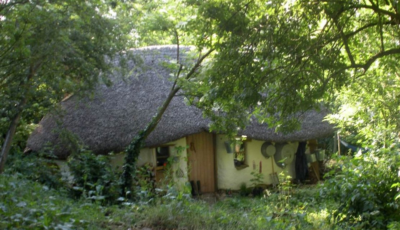 Eco-friendly-Hobbit-House-07