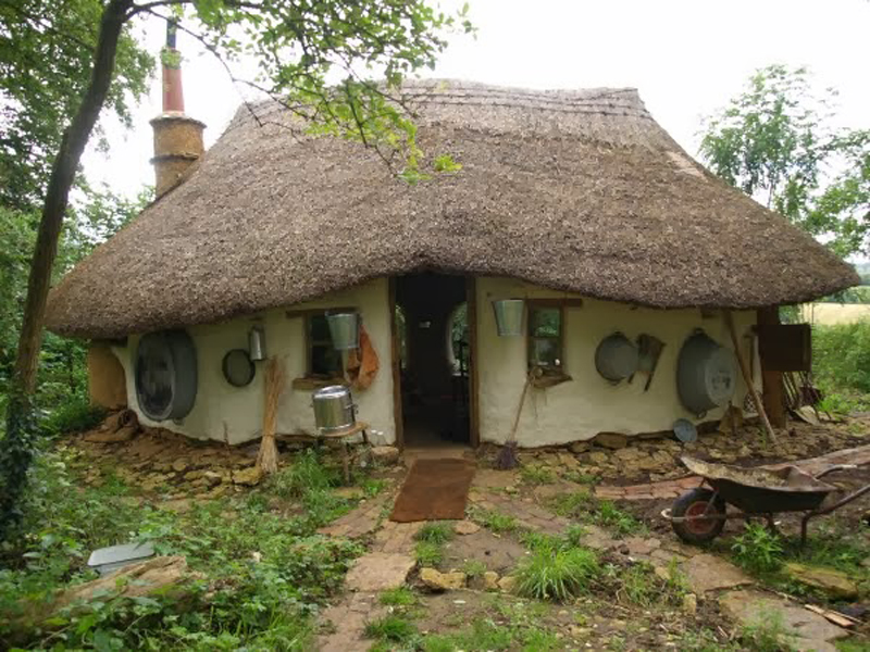 Eco-friendly-Hobbit-House-08