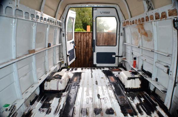 From-Rusty-Van-To-Cosy-Home-DIY-Camper-2