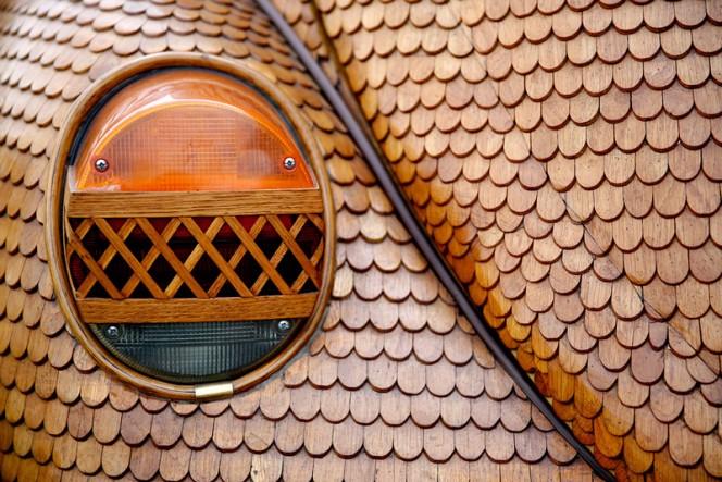 Volkswagen-Beetle-in-Thousands-of-Wood-Pieces-01