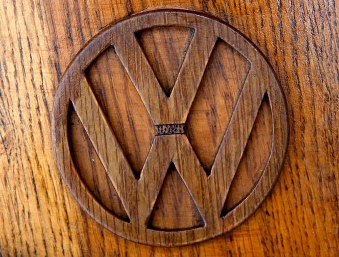 Volkswagen-Beetle-in-Thousands-of-Wood-Pieces-02