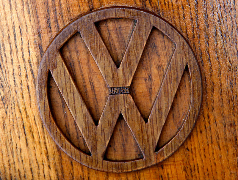 Volkswagen-Beetle-in-Thousands-of-Wood-Pieces-02