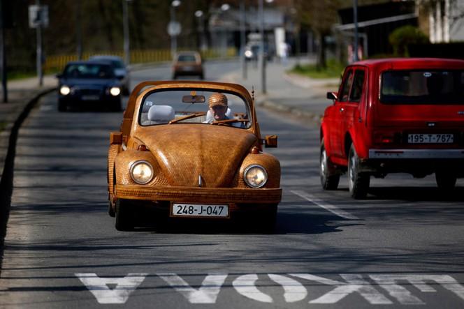 Volkswagen-Beetle-in-Thousands-of-Wood-Pieces-04