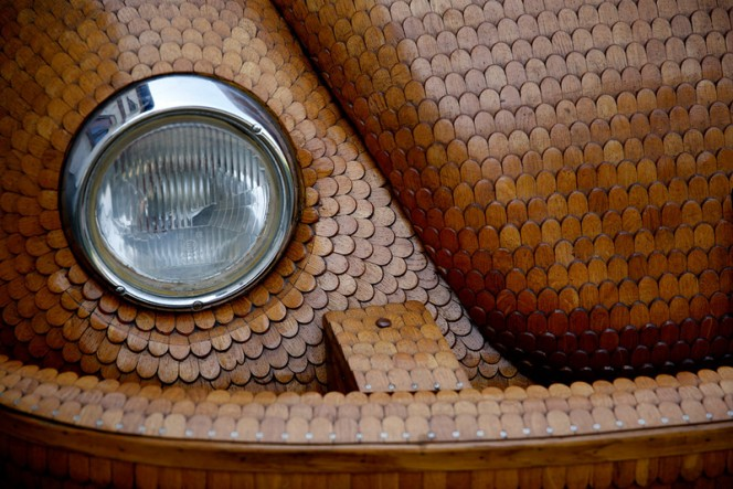 Volkswagen-Beetle-in-Thousands-of-Wood-Pieces-08