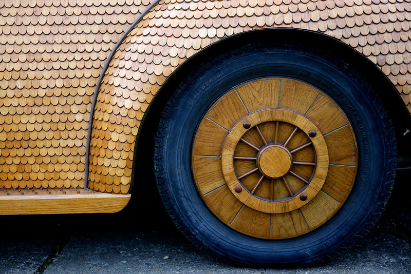 Volkswagen-Beetle-in-Thousands-of-Wood-Pieces-09