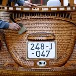 Volkswagen-Beetle-in-Thousands-of-Wood-Pieces-fi