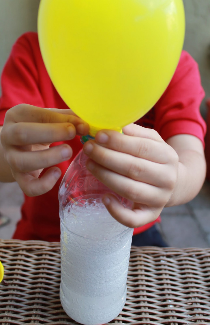 Balloon Inflated withBaking Soda and Vinegar