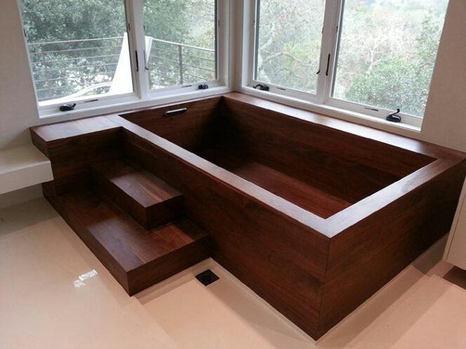 An Ex-shipwright Creates Bathtubs That Look like Massive Bowls. This Is What You Call 'Bathroom Art'!