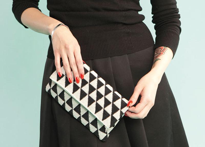 black&white-crochet-bag-02
